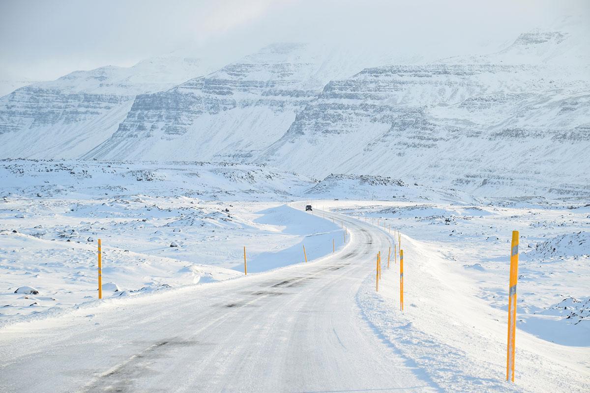 Auto rijden in de winter in IJsland
